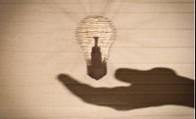 How Incandescent light bulb works